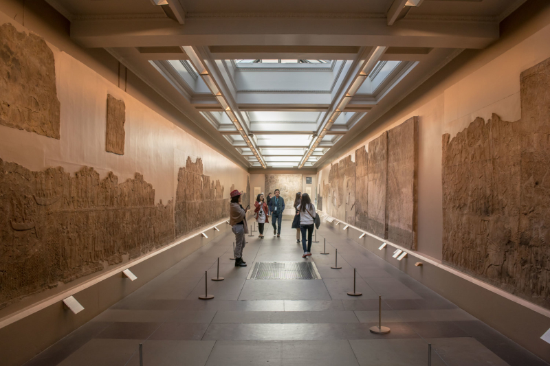 Walkway+through+the+Assyrian+Gallery+in+the+British+Museum